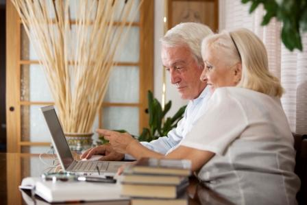 Elderly Couple Learning2